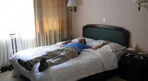 Eksperci: problemy ze snem ma już ponad połowa Polaków. Czym to grozi?