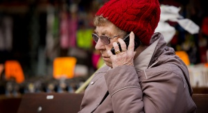 BIG InfoMonitor: prawie 26 tys. osób po 65. r.ż nie płaci rachunków za telefon
