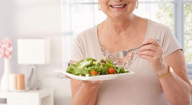 Ekspert: Polacy nie znają zasad zdrowego odżywiania, chociaż im się wydaje, że mają taką wiedzę