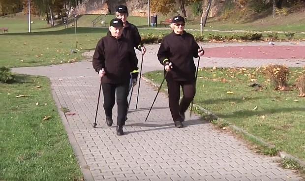 Starachowice: to tam od kilku miesięcy działają patrole seniorów. Na czym polega ich praca?