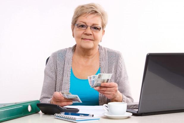 ZUS: upływa termin złożenia wniosku ws. przeliczenia emerytury dla kobiet z rocznika 53
