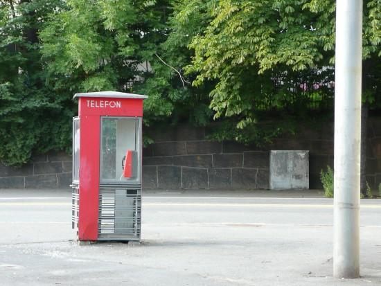 Ostrów Wlkp.: budki telefoniczne przerobiono na darmowe wypożyczalnie książek