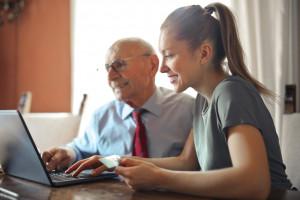 Laptop dla seniora - jakie czynniki brać pod uwagę?